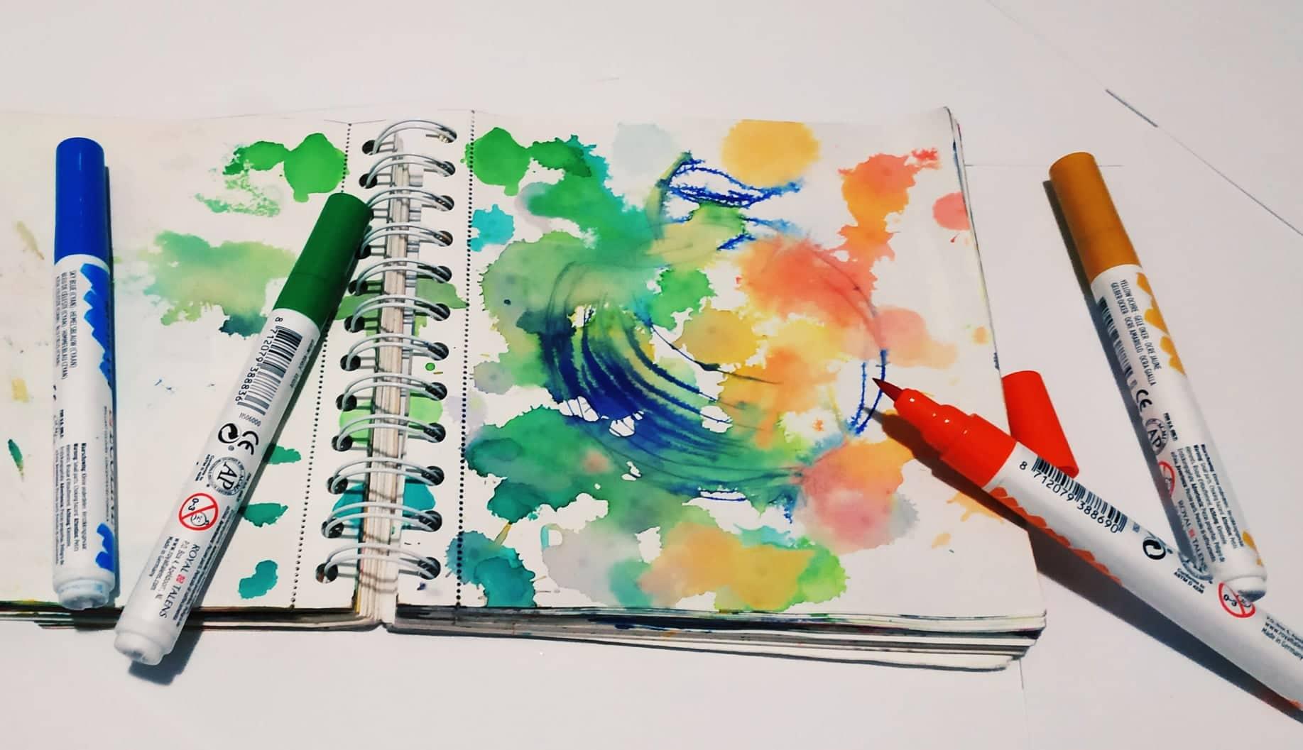 Akvarelové pastelky, voskovky a fixy